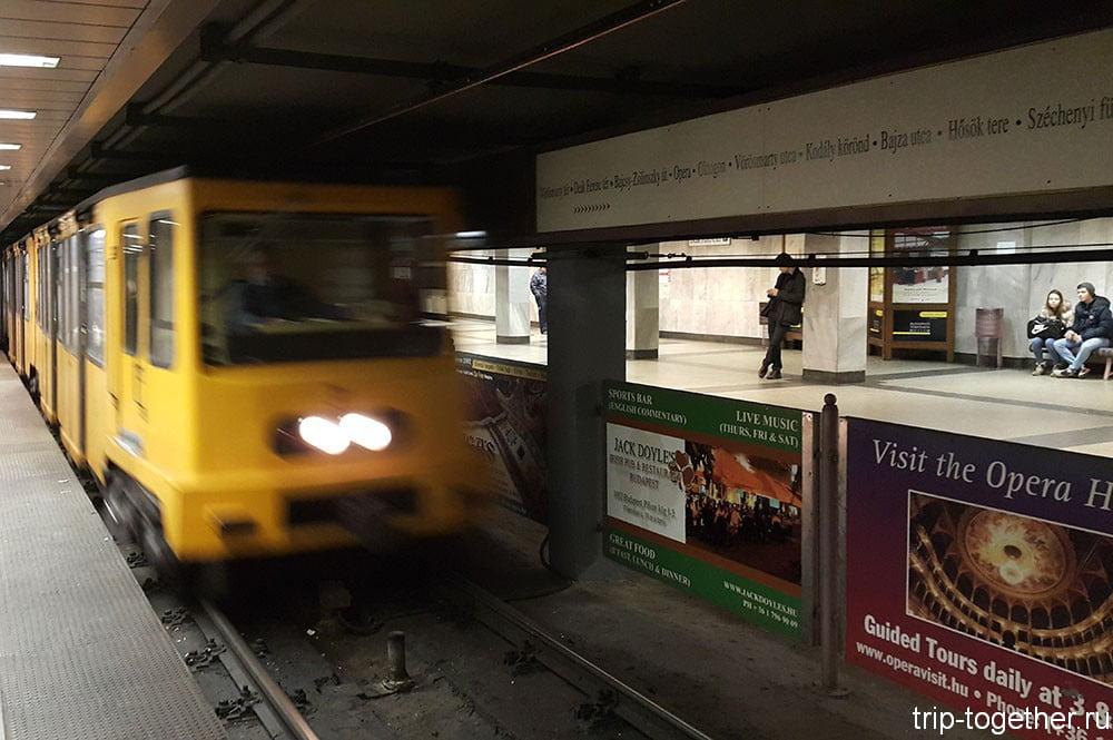 Старинный поезд первой линии метро в Будапеште
