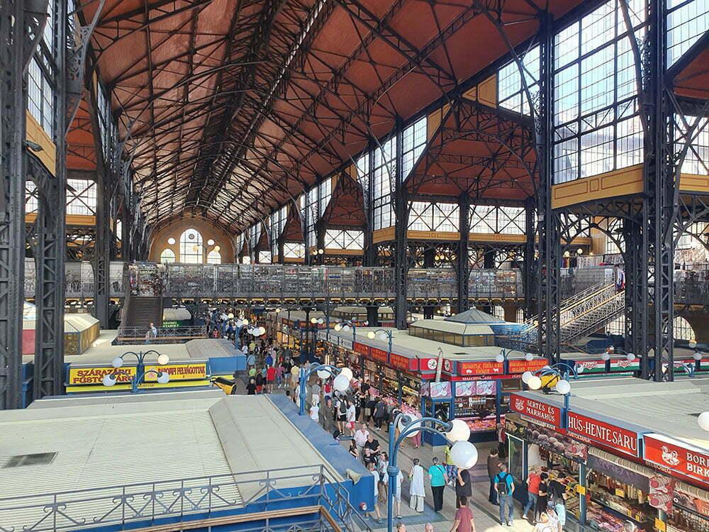 Центральный рынок Будапешта летом