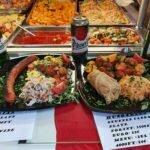 Блюда в стоячем баре на Центральном рынке Будапешта