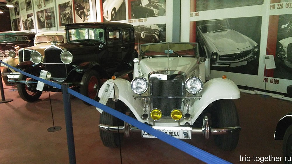 Willys Knight (1934 года) и реплика Mercedess Bents 500K (1991 год), Зеленогорск