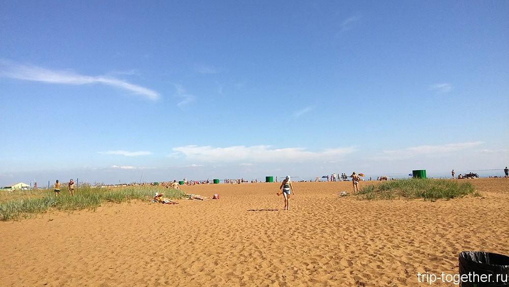 Золотой пляж в Зеленогорске, кабинки для переодевания