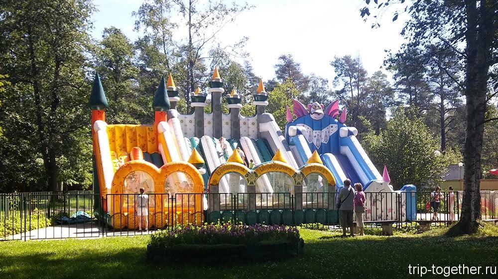 Аттракционы в парке Зеленогорска