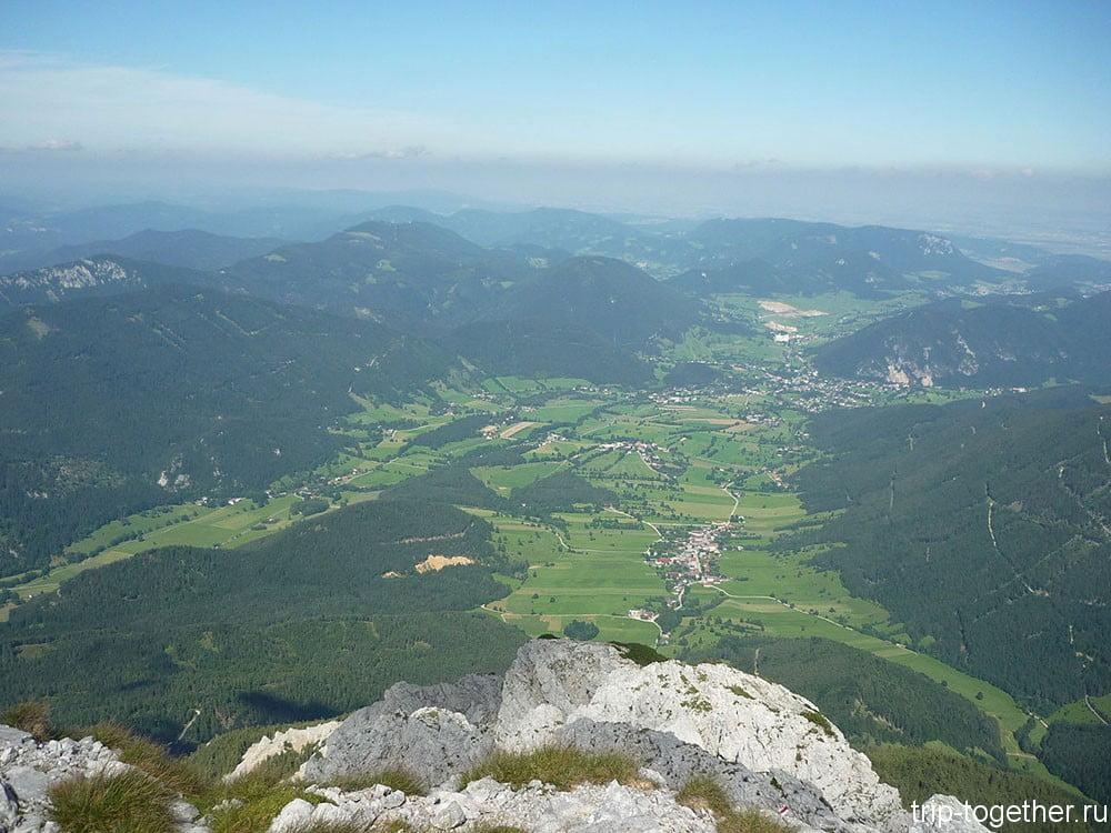 Вид с горы Шнееберг на долину