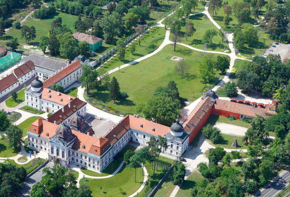 Дворец в Гёделе
