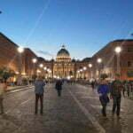 Собор Святого петра в Риме. Вечер, подсветка.