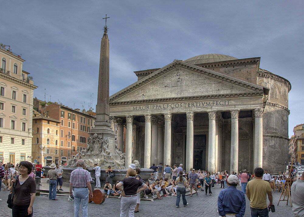 Площадь Ротонды в Риме с египетским обелиском