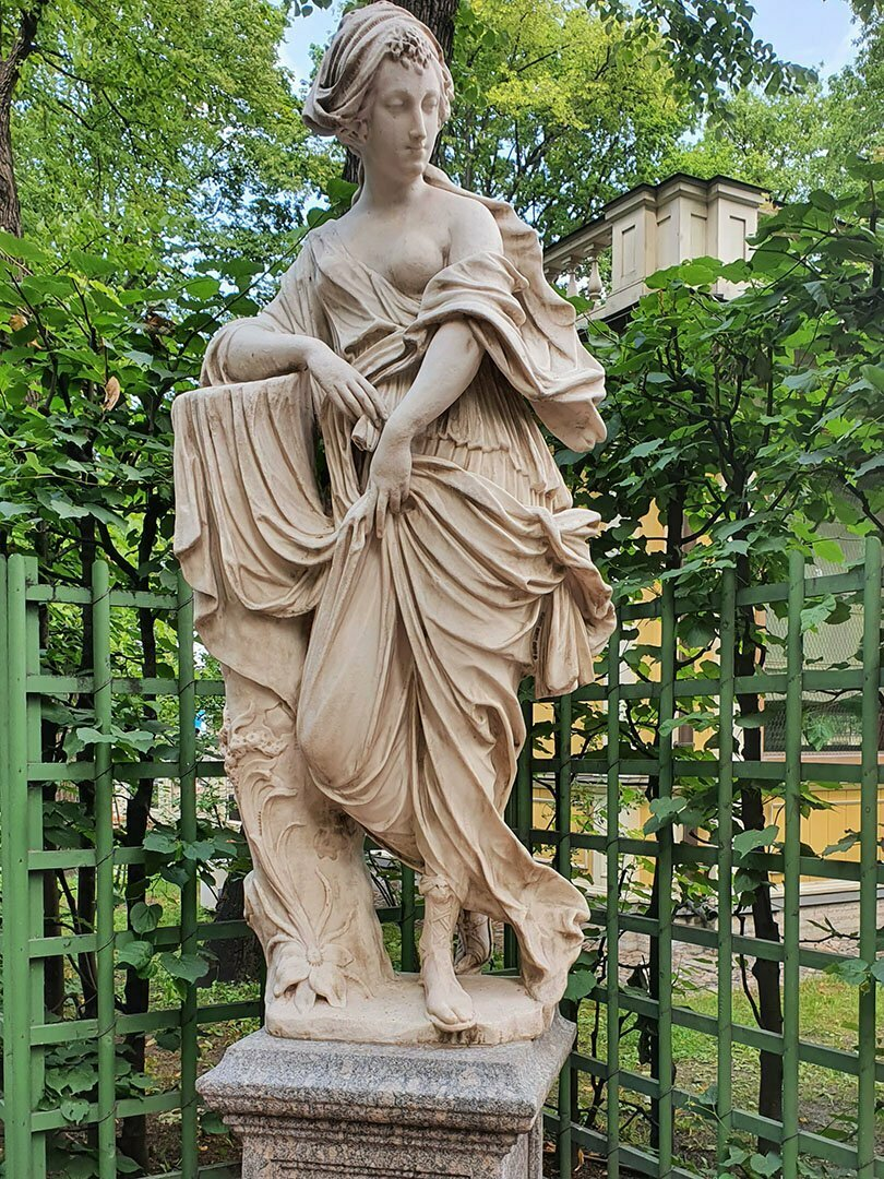 Скульптура Нимфа Летнего сада