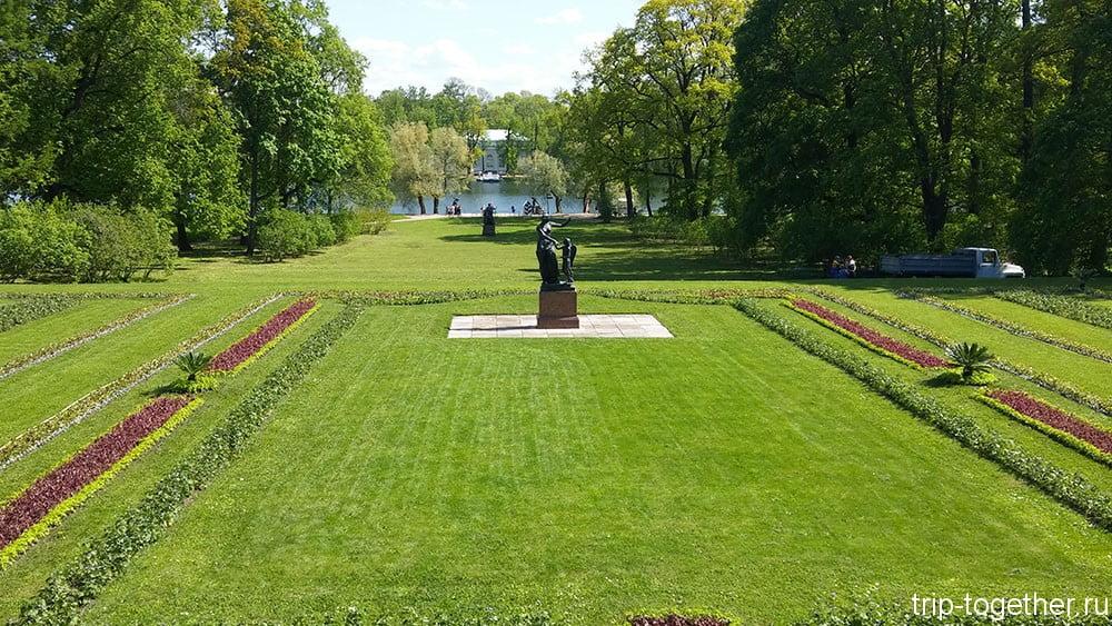 Скульптуры в Екатерининском парке