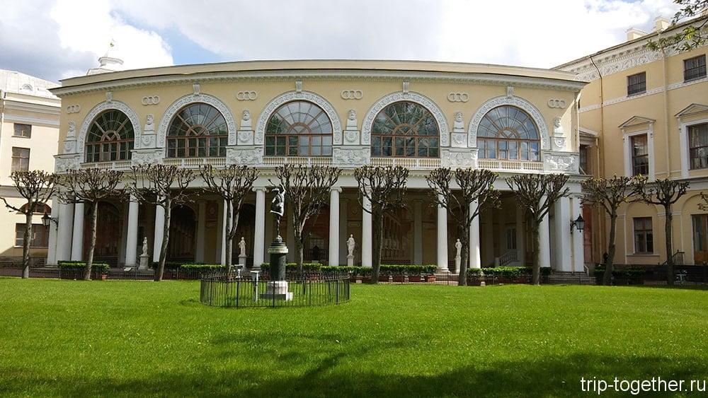 Дворец в Павловске