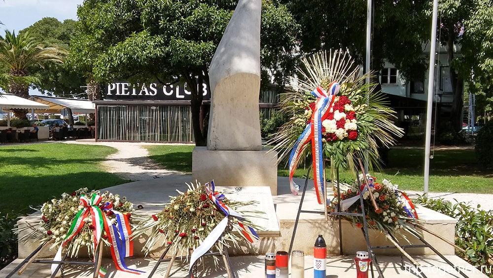 Монумент в Пуле