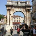 Триумфальная арка Сергиев в Пуле