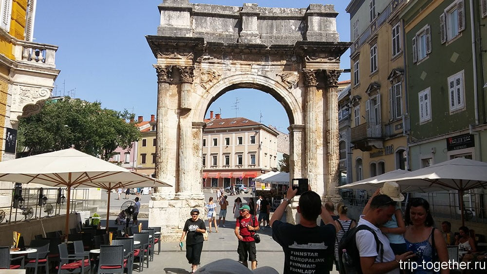 Триумфальная арка Сергиев