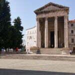 Античный храм Августа и Ромы