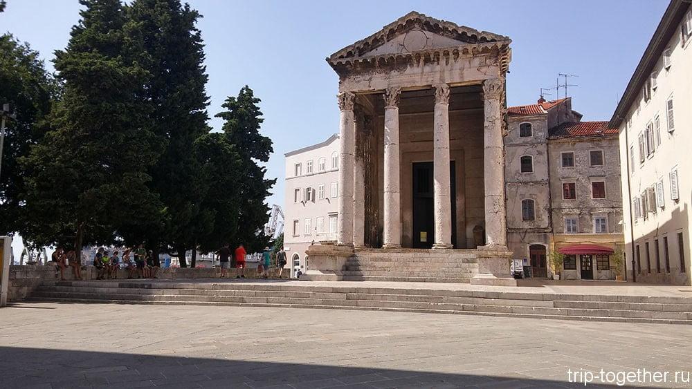 Храм Августа и Ромы древнеримская постройка