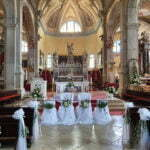 Церковь, украшенная к свадьбе