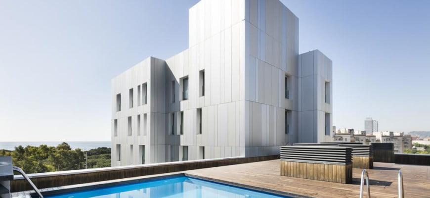 Апартаменты в Барселоне с бассейном в пешей доступности от моря