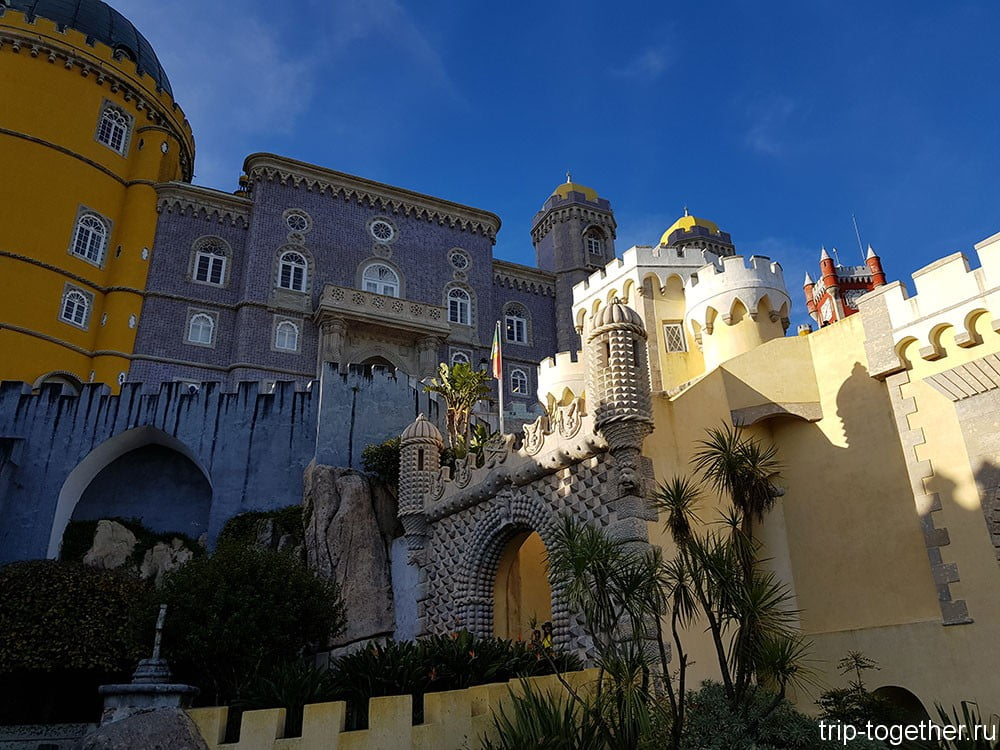 Дворец Пена, входные ворота