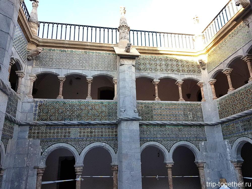 Дворец Пена, клуатр
