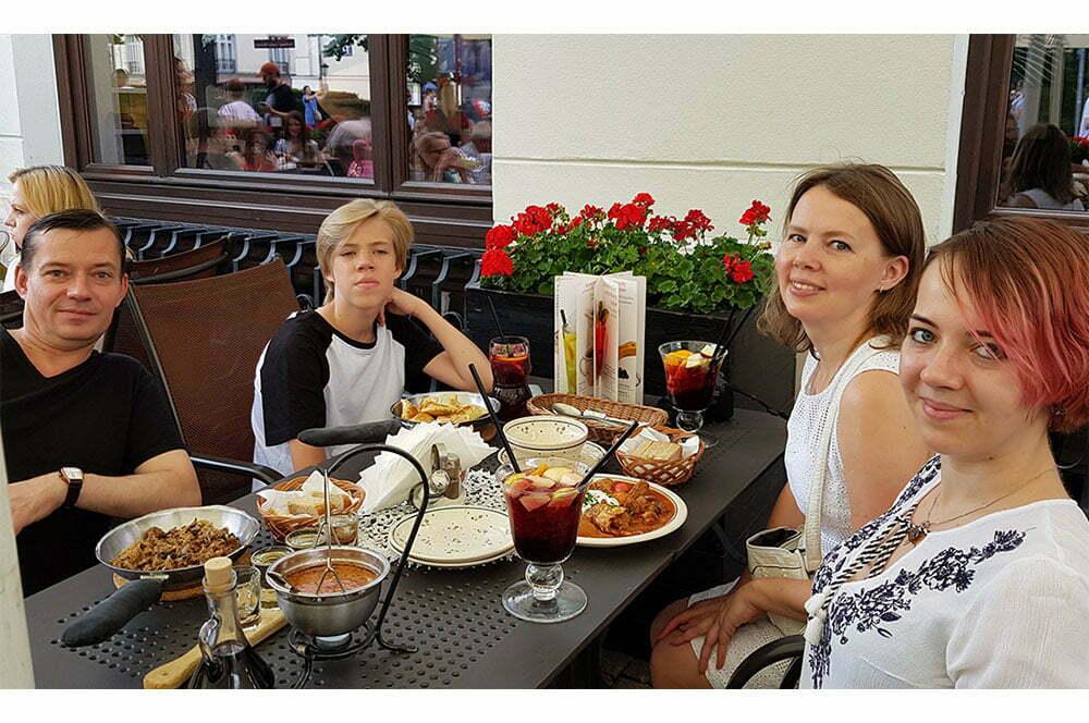 Шиковы в Варшаве за обедом
