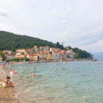 Пляж в Мошченичка-Драга. Хорватия.