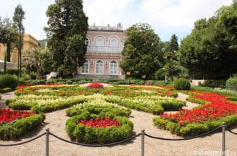 Вилла Аньолина и парк рядом. Опатия. Хорватия.