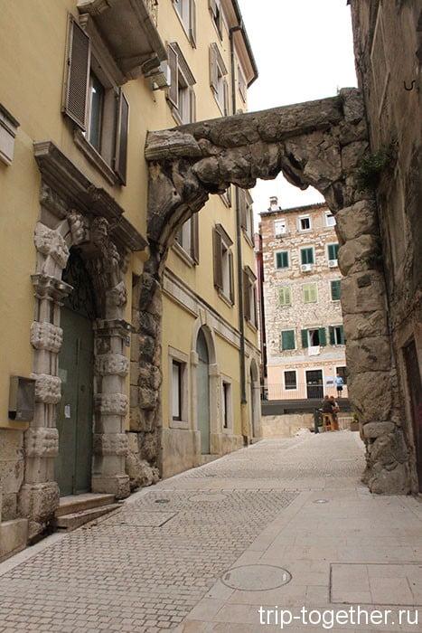 Риека. Римские ворота.