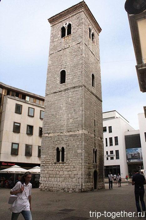 Риека. Падающая башня.