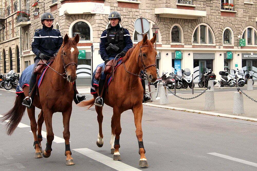 Конная полиция в Париже