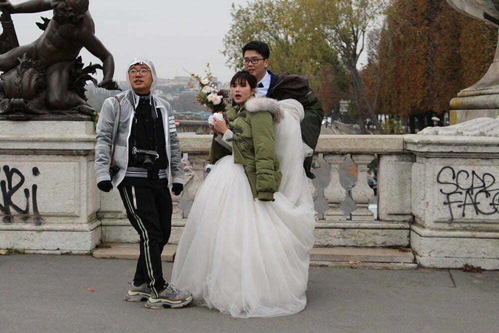 Новобрачные на мосту Александра III, Париж