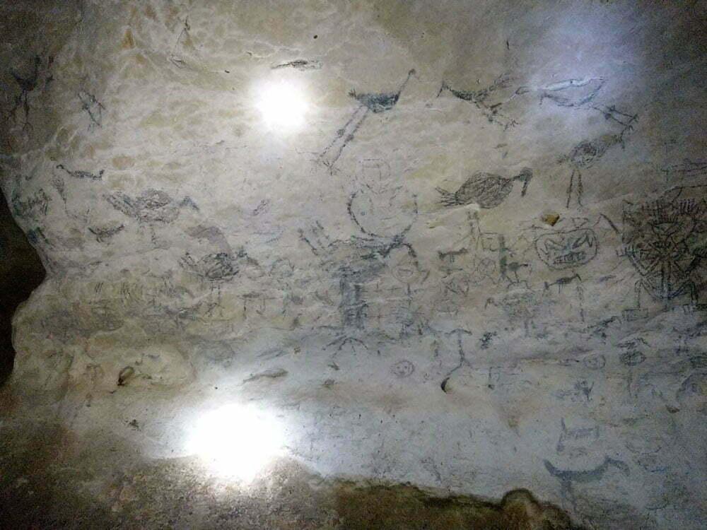 Пиктограмы индейцев таино в пещере