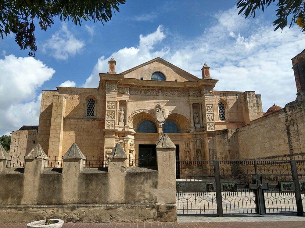Санто Доминго. Первый кафедральный собор Нового света.