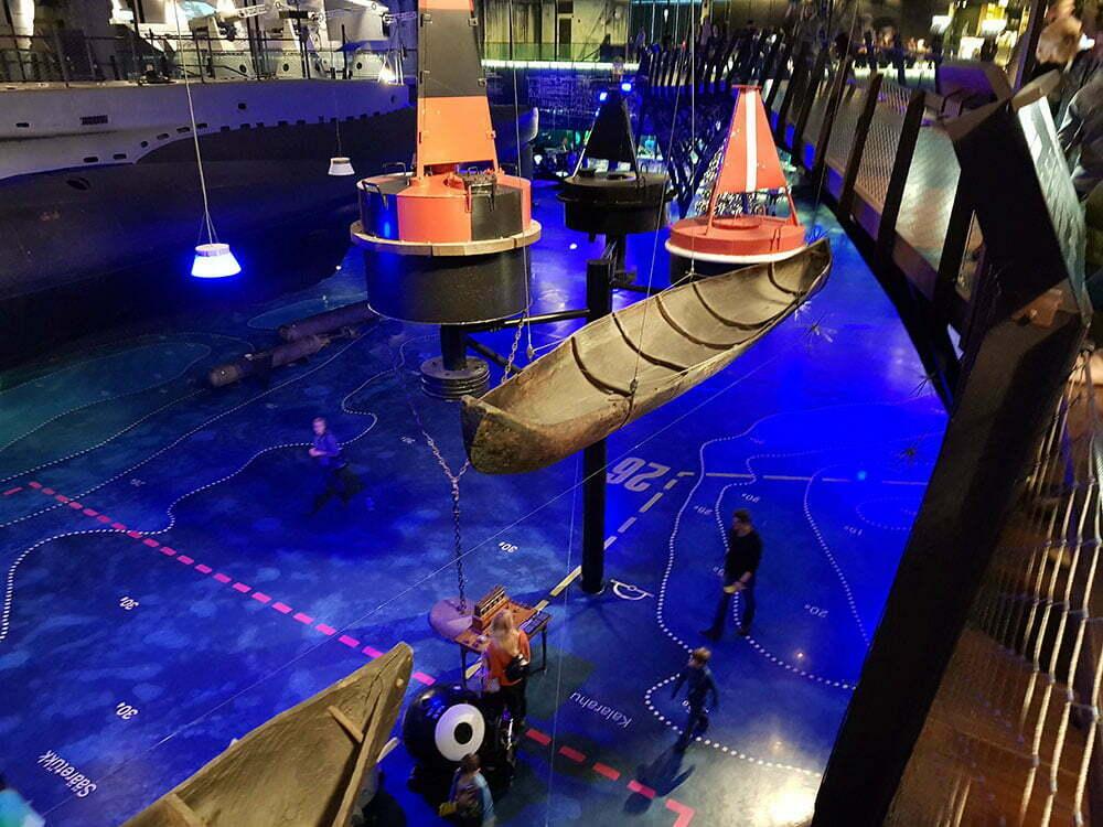 Лодка долбленка в Морском музее Эстонии