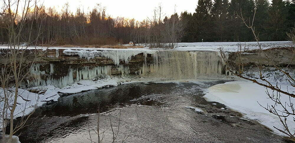 Водопад Ягала в Эстонии, зимой