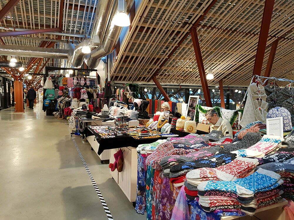 Вещевой рынок на третьем этаже таллинского рынка