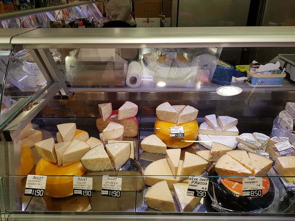 Сыры эстонских производителей на таллинском рынке