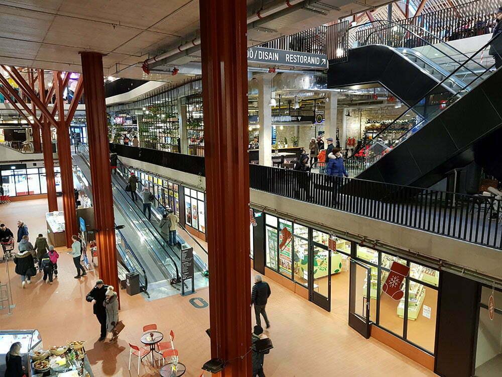 Внутреннее помещение рынка в Таллине