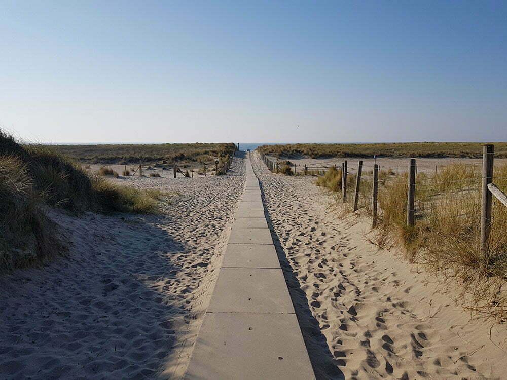 Дорожка через дюны на пляж Хук-ван-Холланд