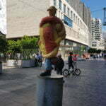 Странная скульптура в Гааге