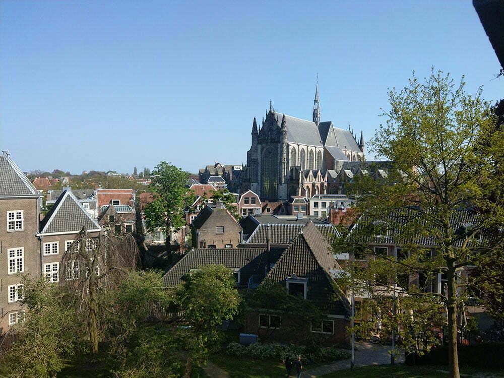 Вид на Лейден с башни Бурхт