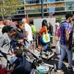Толпа на рынке Роттердама