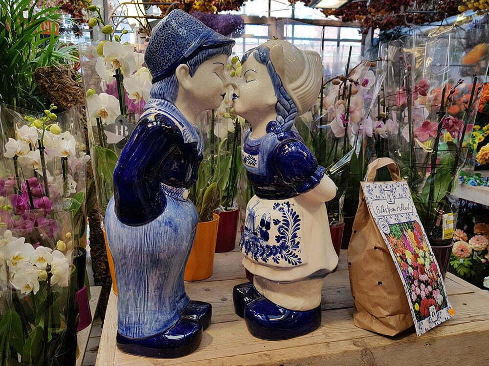 Популярный сувенир на Bloemenmarkt