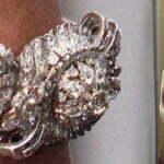 Королева Юлиана и алмазные часы