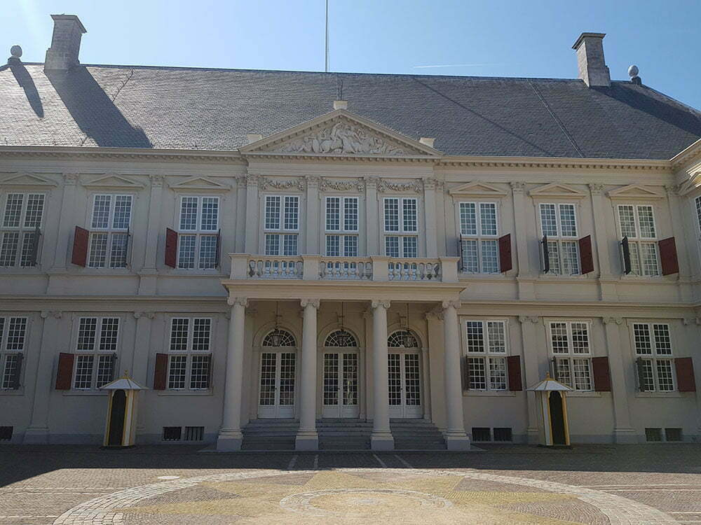 Королевский дворец Noordeinde