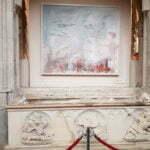 Захоронение в соборе с отбитыми лицами