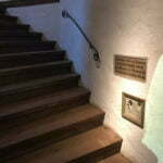 Дыры от пуль в стене, которыми убили Вильгельма I Оранского