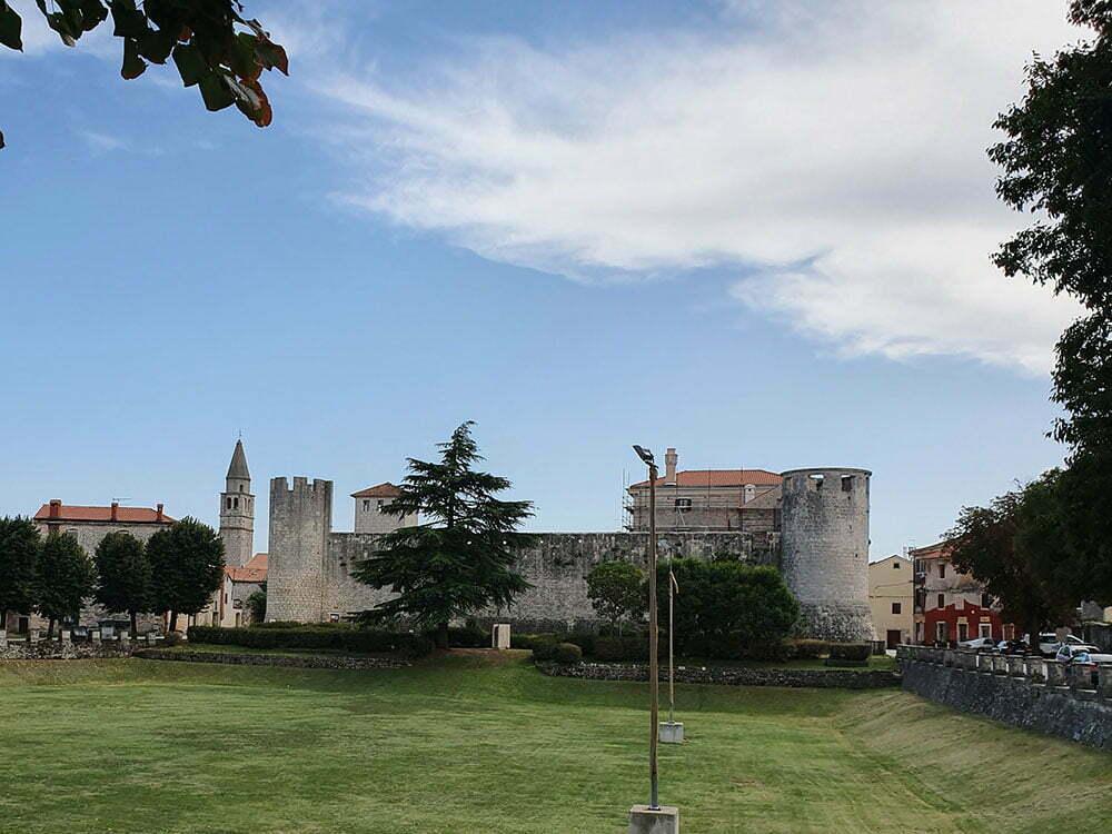 Замок в Светвинченате
