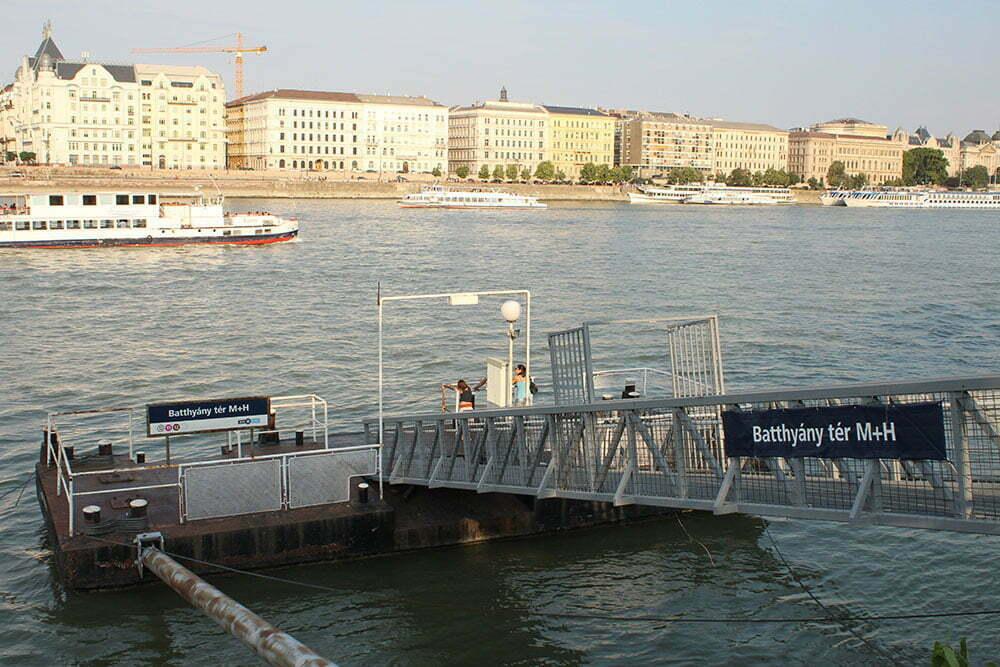 Причал речных трамвайчиков в Будапеште