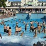 Волновой бассейн в купальнях Геллерт