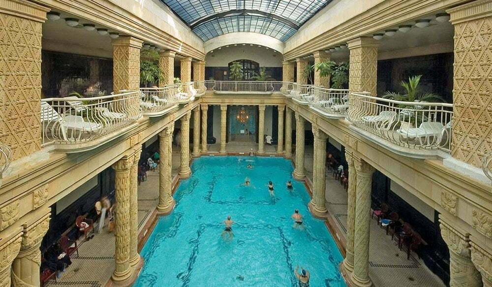 Купальни Геллерт - отели с термальными бассейнами