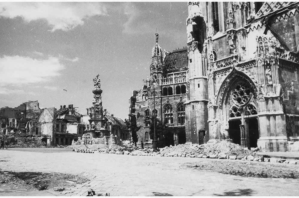 Вид церкви Матьяша после штурма Буды в 1945 году